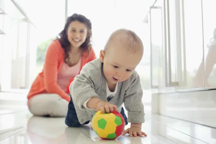 ¿Cómo jugar con un bebé?